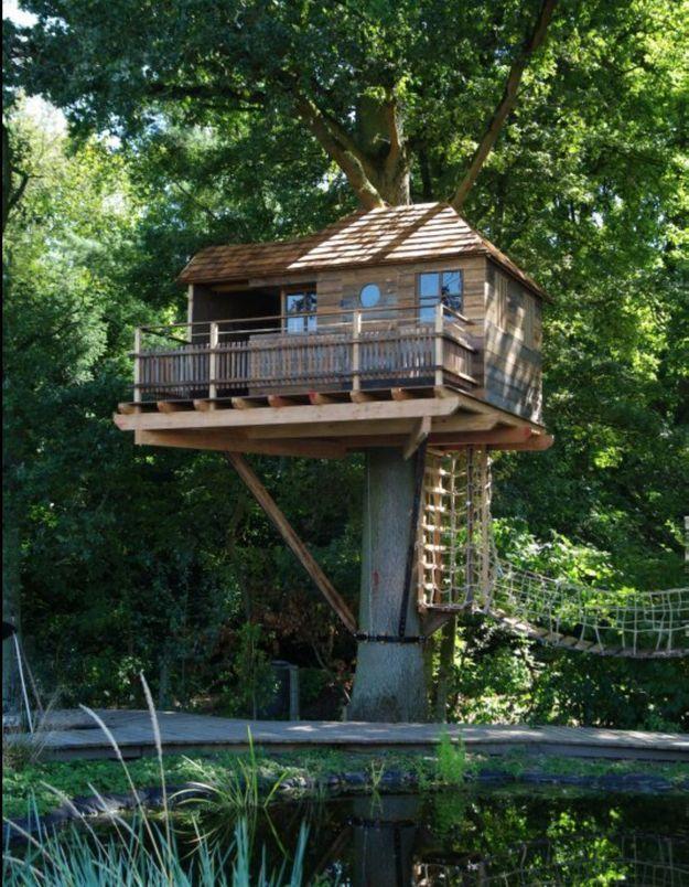 Une cabane d'architecte avec vue sur le lac