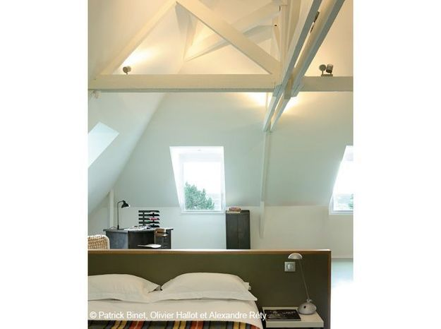 Une chambre aménagée sous les combles