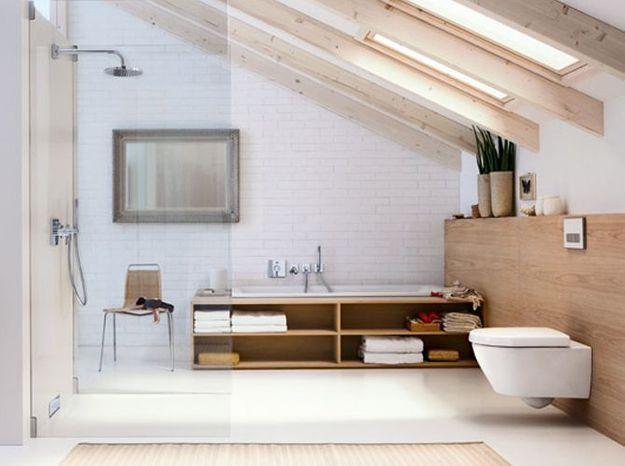 Une salle de bains design sous les combles