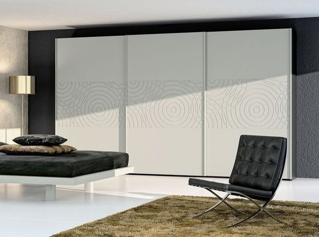 Installer Des Portes De Placard Coulissantes Elle Décoration - Installer portes placard coulissantes
