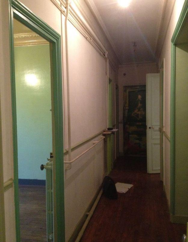 Avant : une chambre donnant sur le couloir