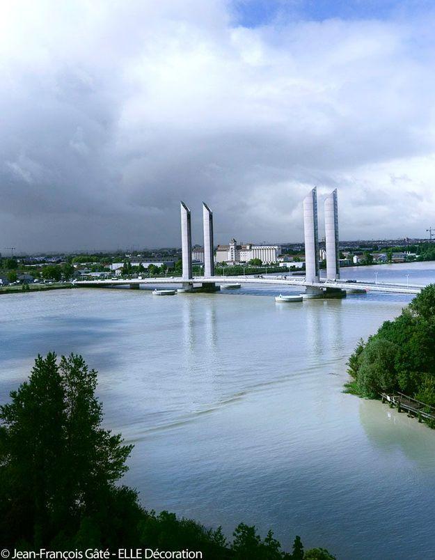 Pont Jacques-Chaban-Delmas - Traversée spéctaculaire