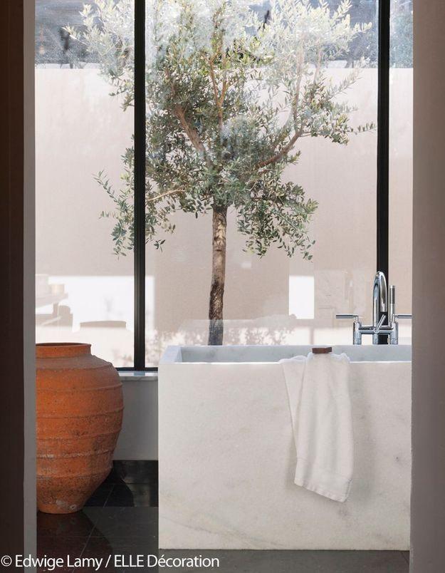 Salle de bains lumineuse de la Villa La Coste