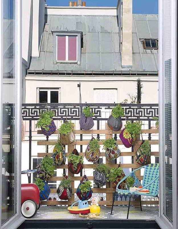 Un balcon d'herbes aromatiques