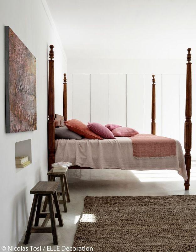 Une chambre aux nuances rosées