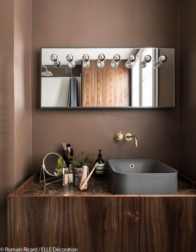 Une salle de bains de poche raffinée