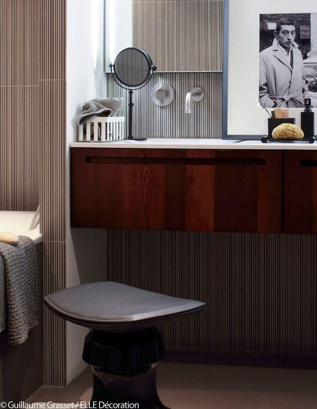 Une salle de bains qui rappelle la chambre