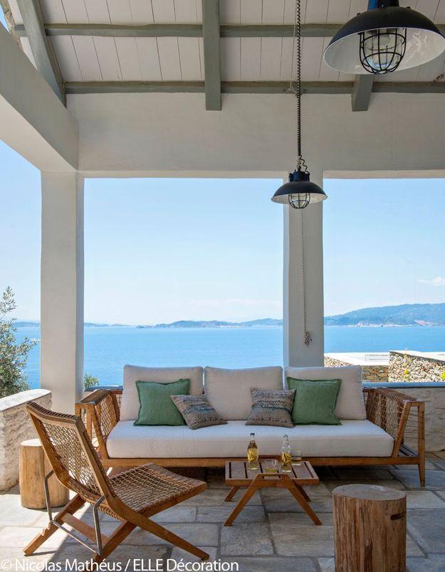 Terrasse avec vue sur la mer Egée