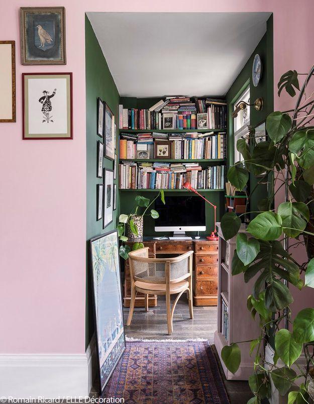 Un bureau/bibliothèque version cabinet de curiosité moderne