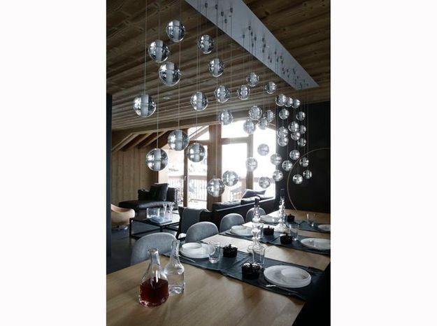 Une salle à manger de chalet élégante