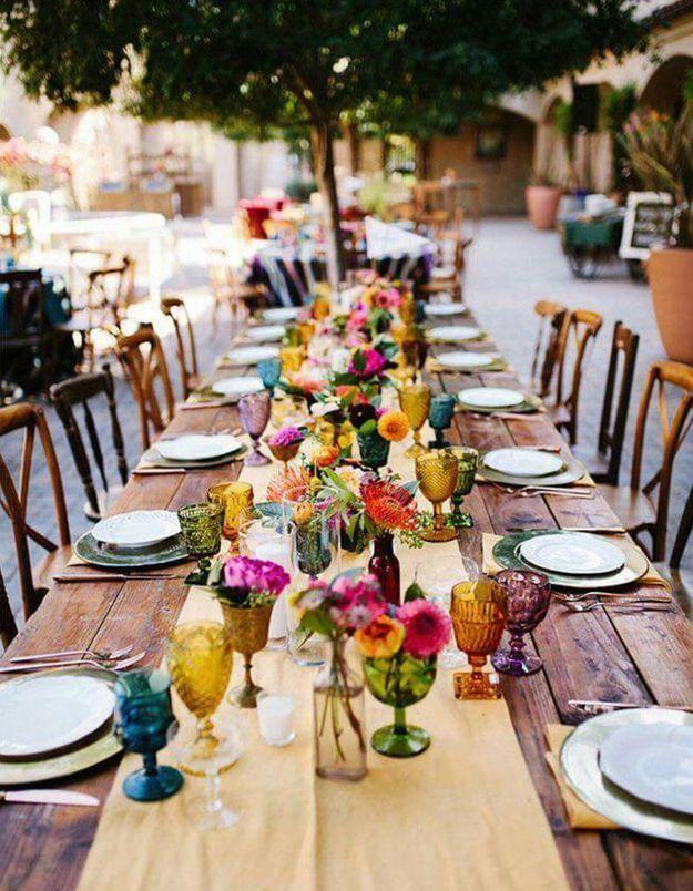 Dépareiller les verres sur la table de mariage