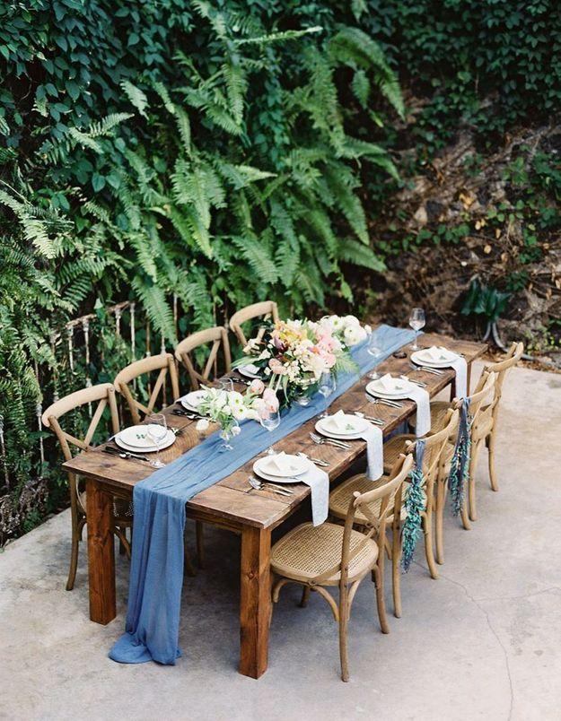 Laisser tomber le chemin de table de mariage au sol