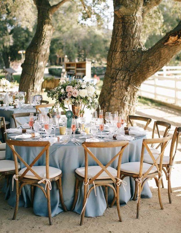 Placer un bouquet XXL au centre de la table de mariage