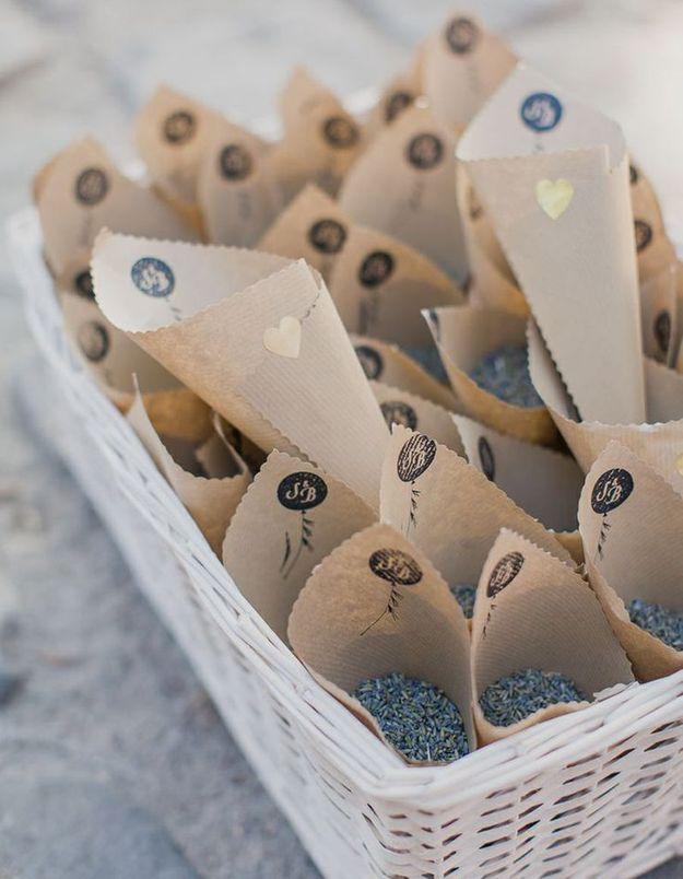 Parfumer la cérémonie de mariage via un lancé de lavande