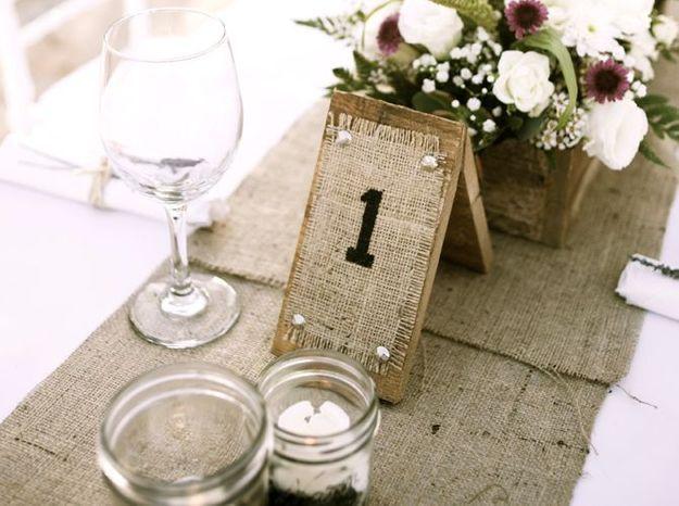 Opter pour un chemin de table en lin