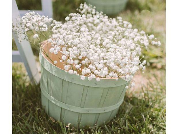 Orner l'allée centrale de fleurs