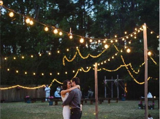 Des guirlandes lumineuses pour la piste de danse