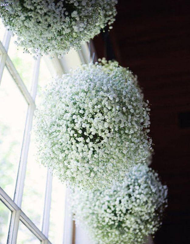 Boules de fleurs à suspendre pour un mariage