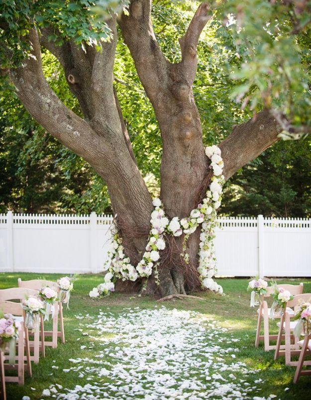 Guirlande de fleurs pour cérémonie en extérieur