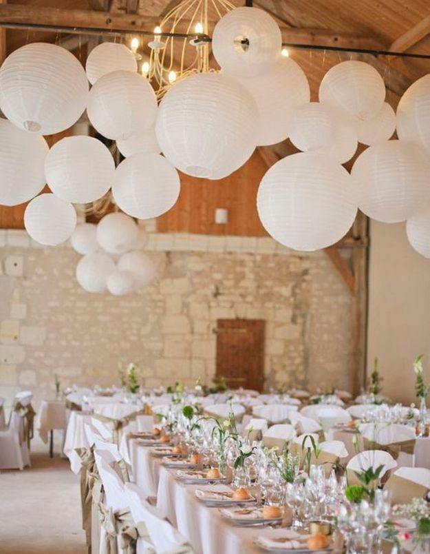 Lampions blancs pour la salle du mariage