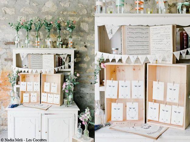 Un plan de table dans des boîtes en bois