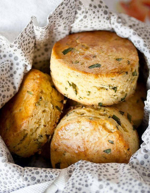 Scones au cheddar et estragon sans gluten