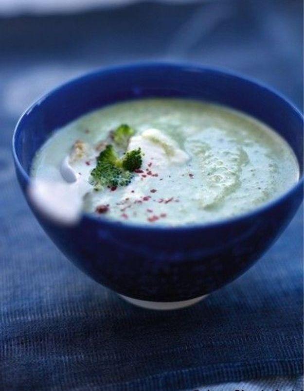Soupe de légumes : Soupe de brocolis, chantilly aux baies roses