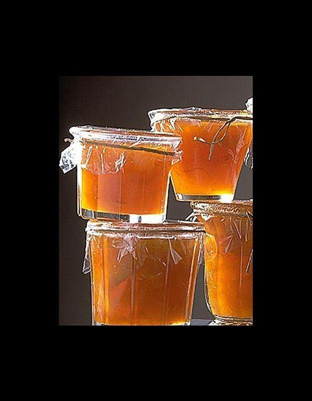 Confiture d'abricot aux oranges et aux amandes