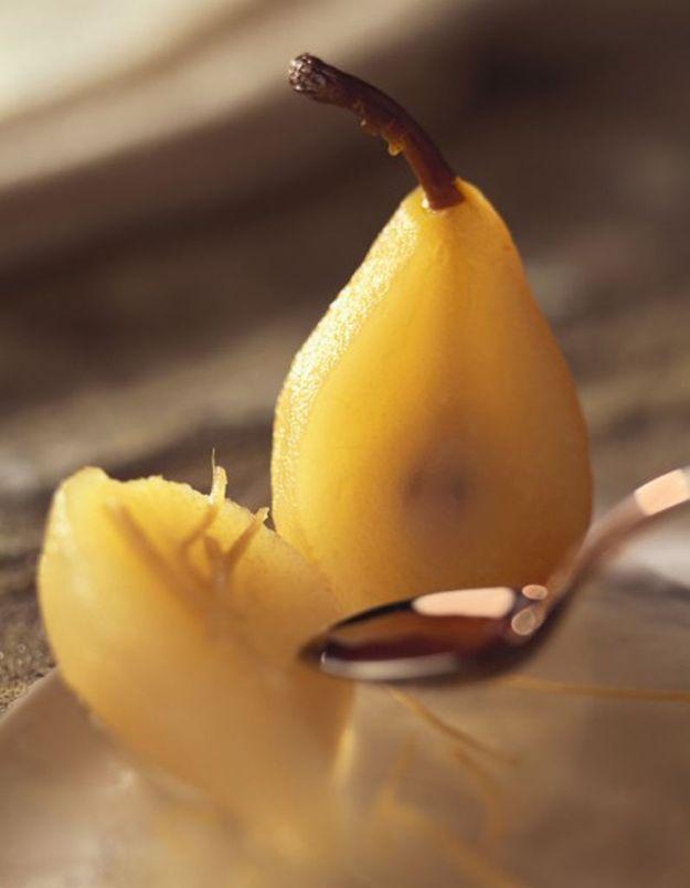 Poires pochées au laurier, miel et vinaigre de cidre