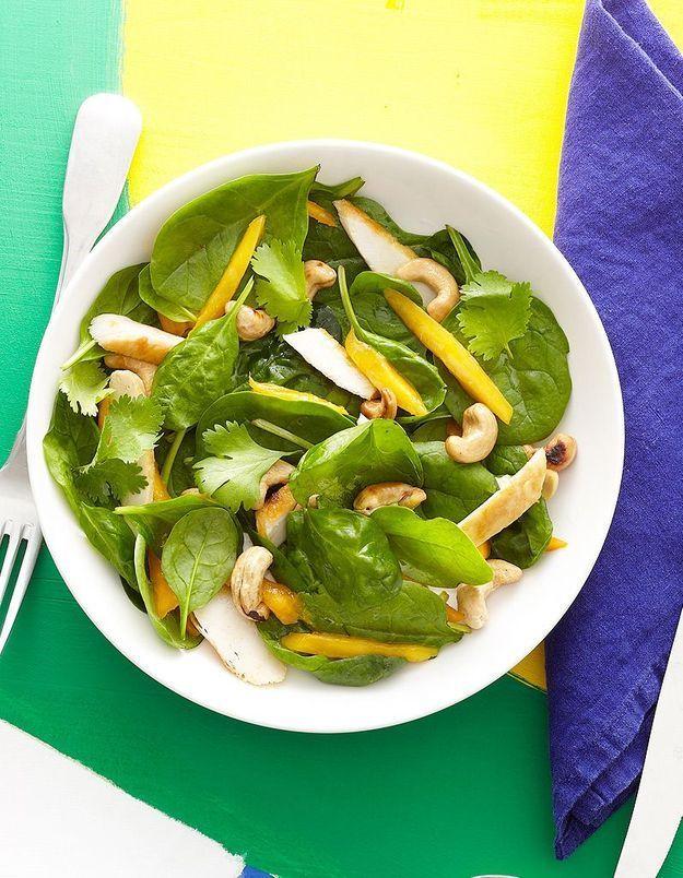 Salade d'épinards au poulet et à la mangue
