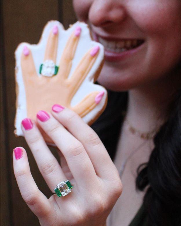 #Engagement ring hand cookies, la nouvelle tendance pour une demande en mariage