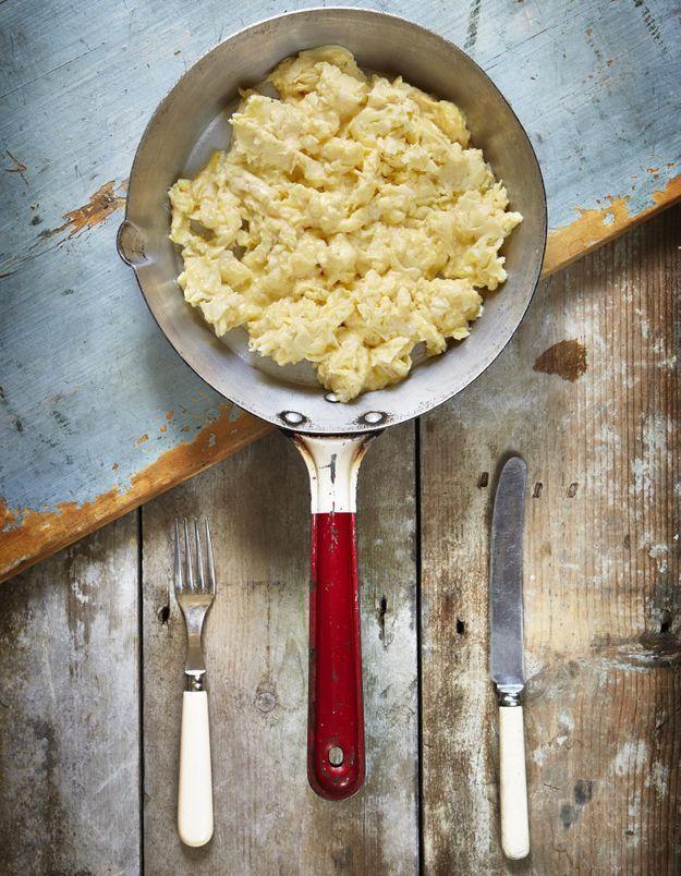 3 chefs partagent leurs astuces pour des œufs brouillés inratables