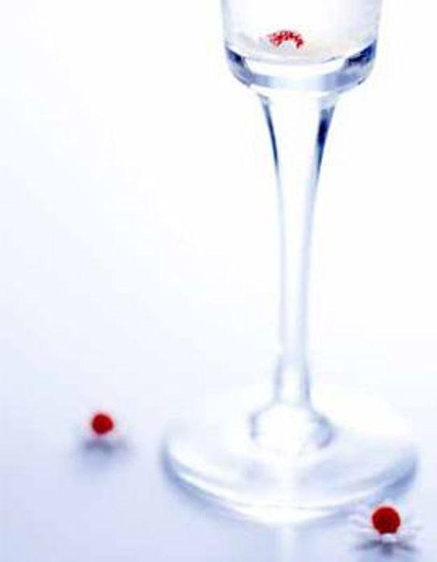 Cocktail Fleur Blanche du Plaza Athénée au champagne et vodka cassis