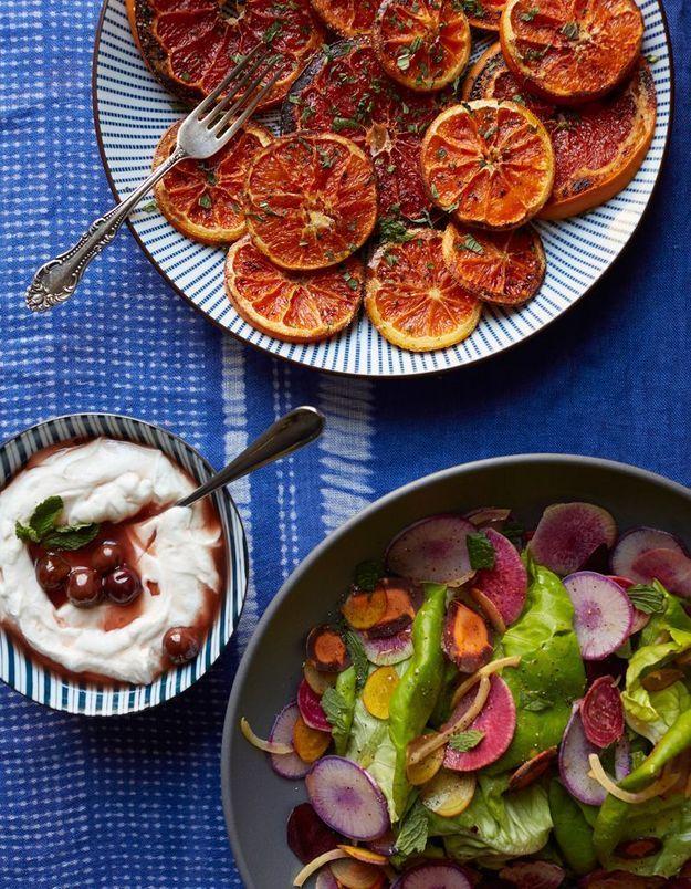 Salade de légumes racines, de laitue et vinaigrette à l'anchois