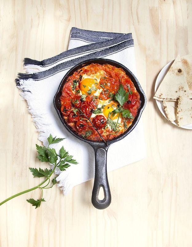 Shakshuka aux oeufs et tomates