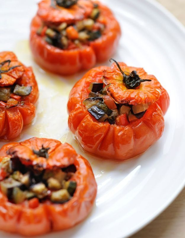 Tomates farcies, olives-anchois