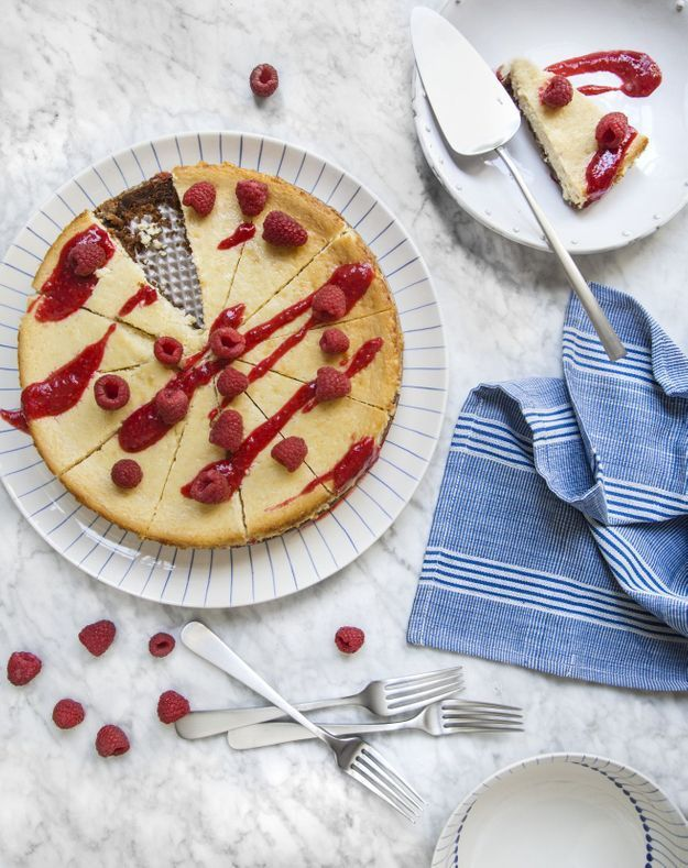 Cheesecake aux speculoos, coulis de framboise