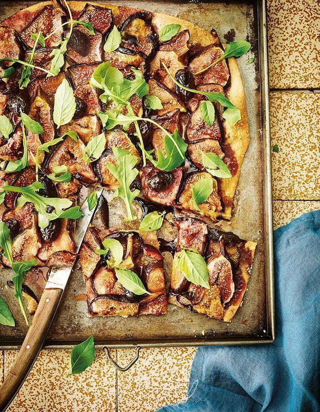 Tarte à la noisette, aux figues, olives et basilic