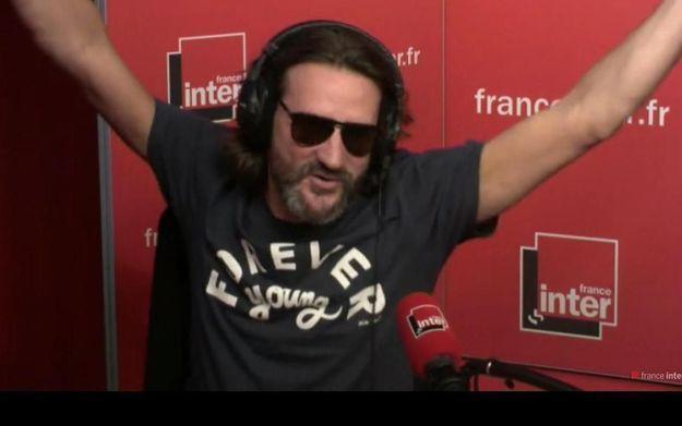 A 9 heures du matin, Frédéric Beigbeder sort de boite et fait une chronique sur France Inter