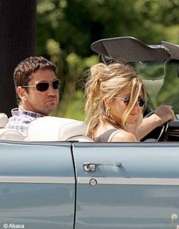 Vidéo : Gerard Butler poursuit Jennifer Aniston !