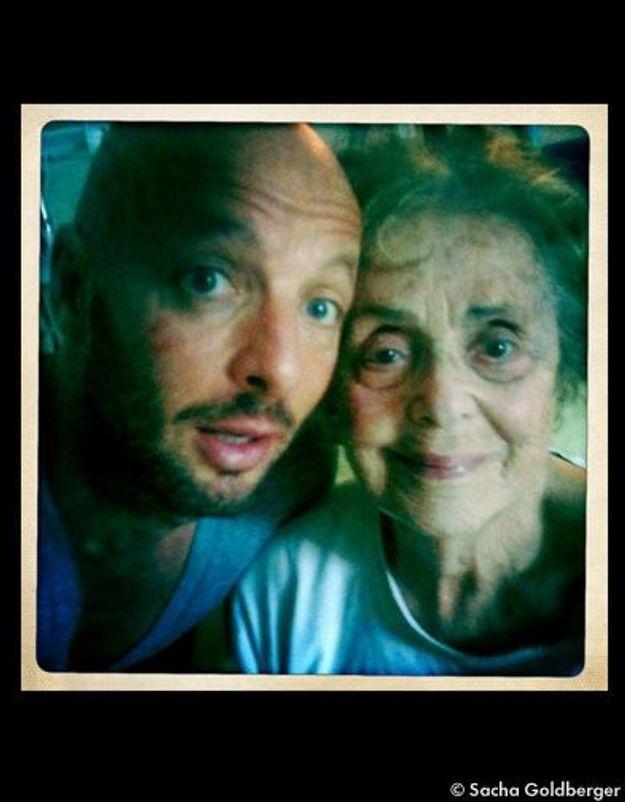 Grand-mère datant de son petit-fils