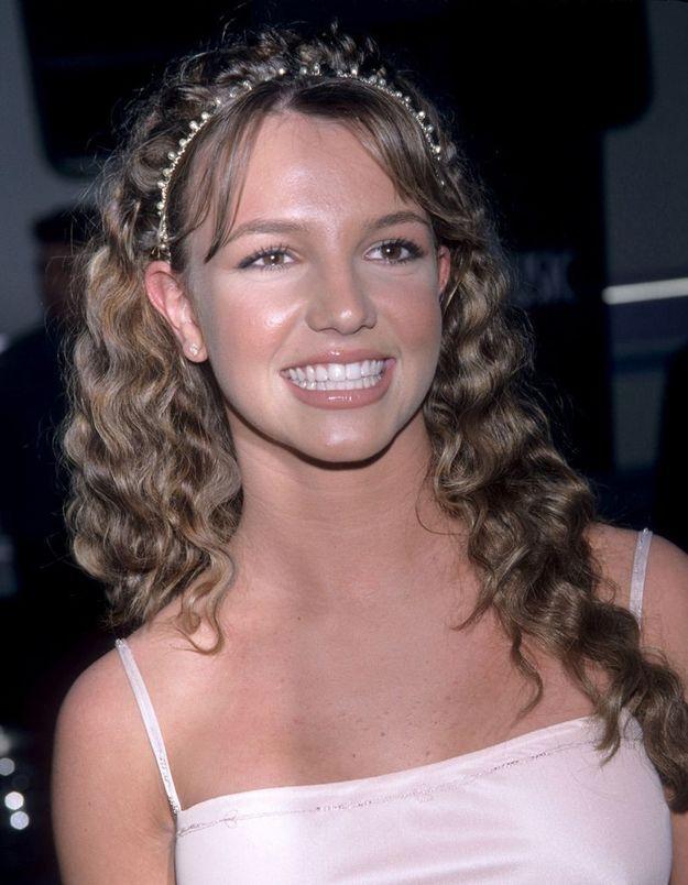 7. Le clip de la chanson a été réalisé dans le lycée où « Grease » a été tourné avec John Travolta et Olivia Newton-John.