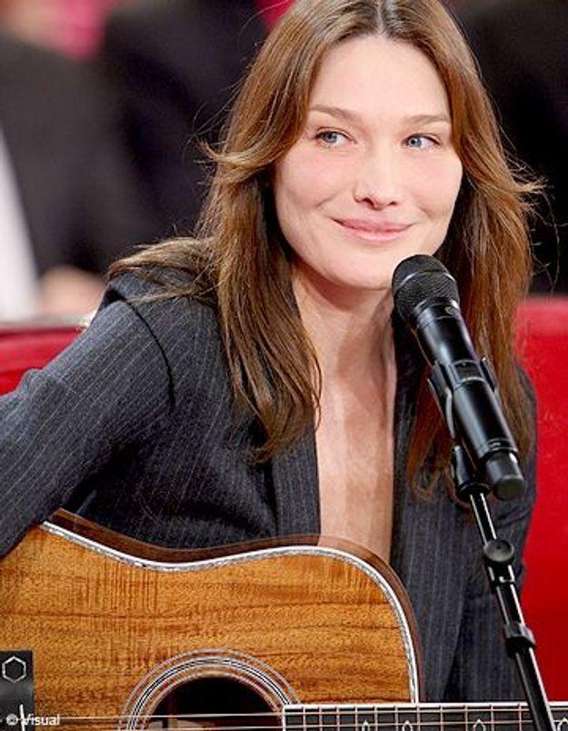 Carla Bruni reprend « Douce France » en italien