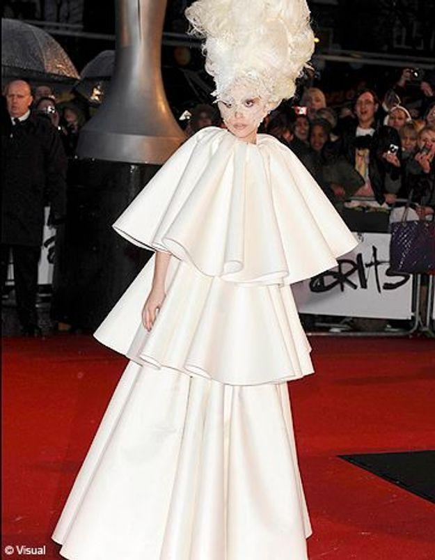 Lady Gaga rend hommage à Alexander McQueen aux Brit Awards