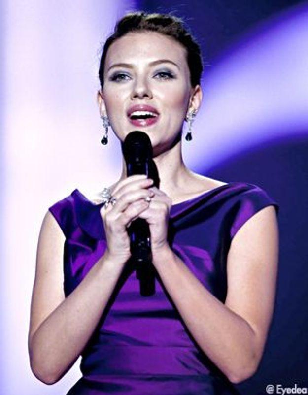 Scarlett Johansson pousse à nouveau la chansonette