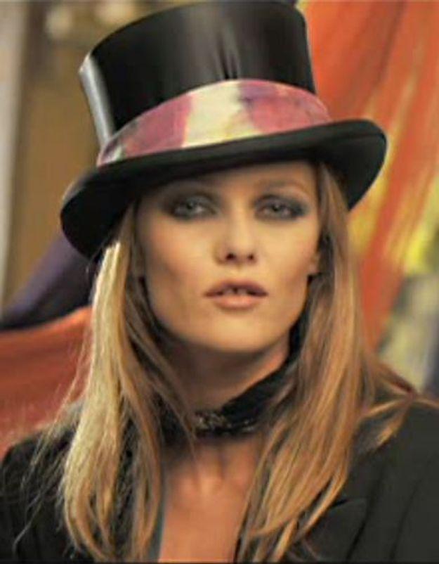 Vanessa Paradis chante sous les yeux amoureux de Johnny Depp