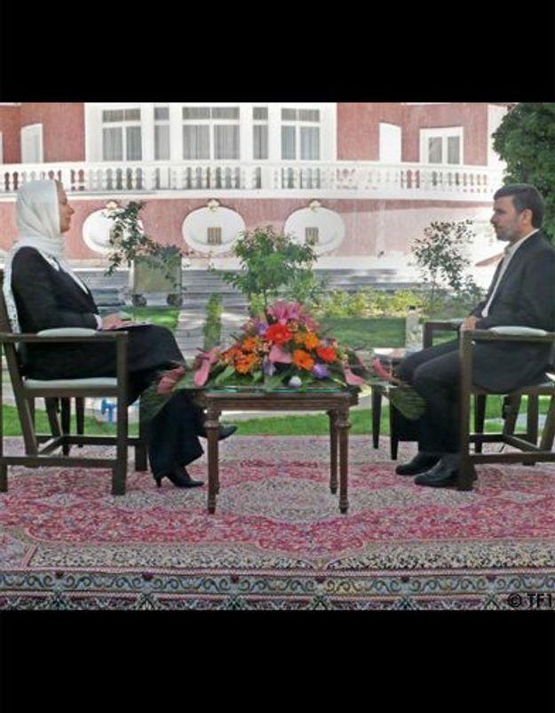 Laurence Ferrari, voilée, interviewe Ahmadinejad au 20h