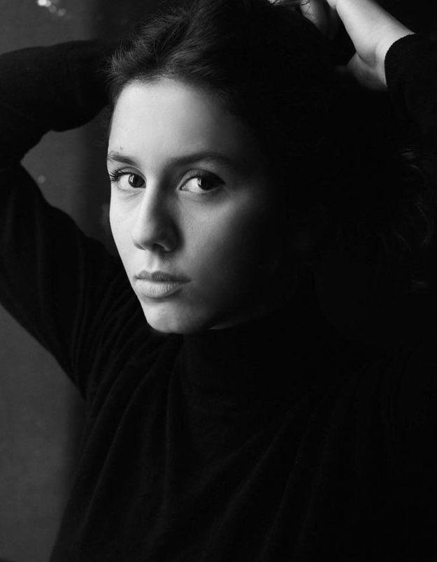 Anaïde Rozam : la comédienne qui fait rire Instagram