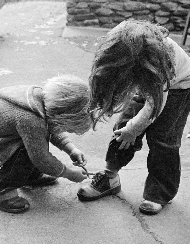Avoir une sœur rend plus apte au bonheur