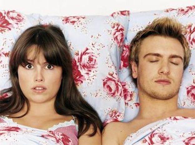 """Mon homme a tellement peur de ne pas avoir d'érection, que maintenant avant d'aller au lit, il me menace en me disant """"s'il te plaît, pas de pression"""", alors résultat, je n'ose plus rien manifester de mon désir !"""